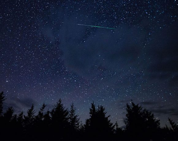 Perseid_Meteor_Shower_(201508130002HQ)