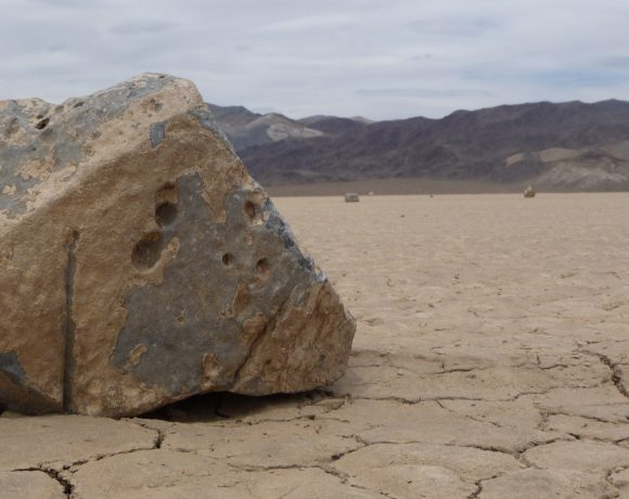Death_Valley_NP_-_Racetrack_Playa_-_sailing_stone_-_closeup (Wikimedia Commons)