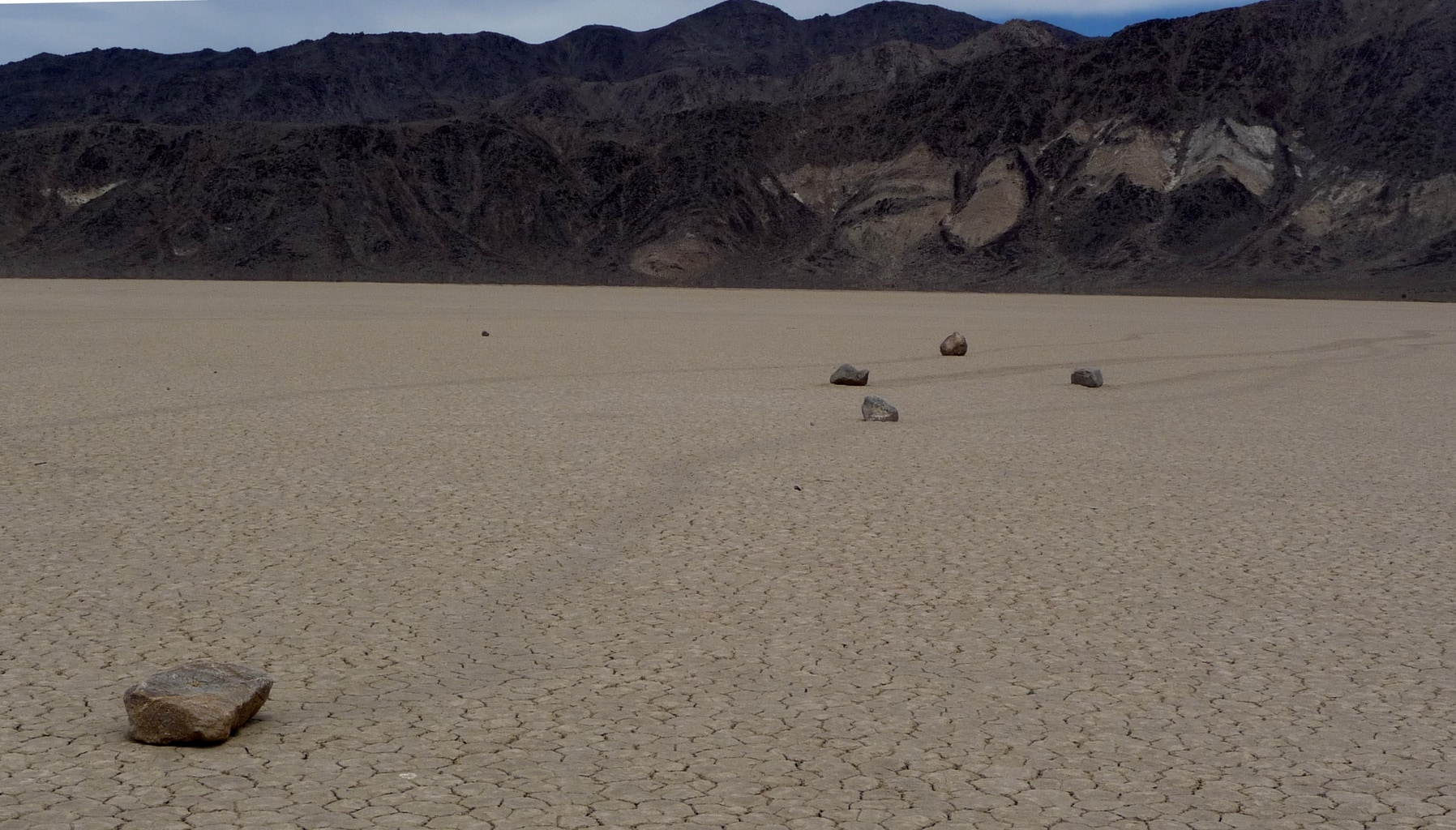 Death_Valley_NP_-_Racetrack_Playa_-_sailing_stone_race (Wikimedia Commons)