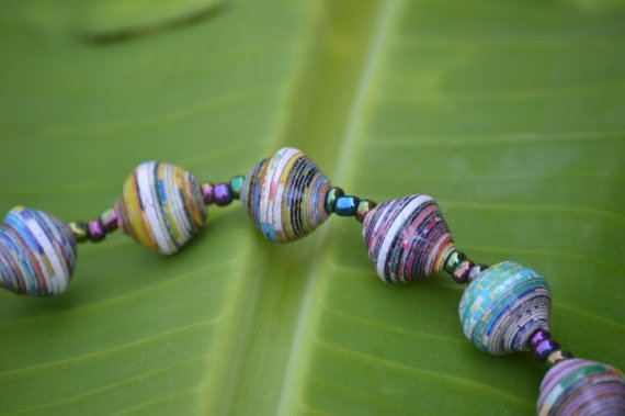 Paper_beads (Wikimedia Commons)