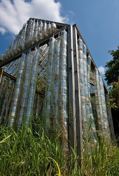 Plastic_Bottle_Greenhouse (Wikimedia Commons)