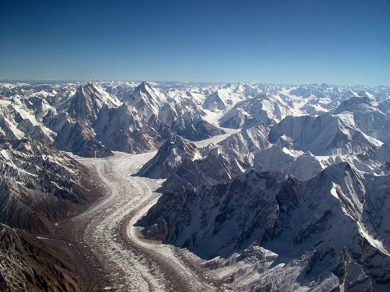 baltoro glacier by Guilhem Vellut wikimedia commons