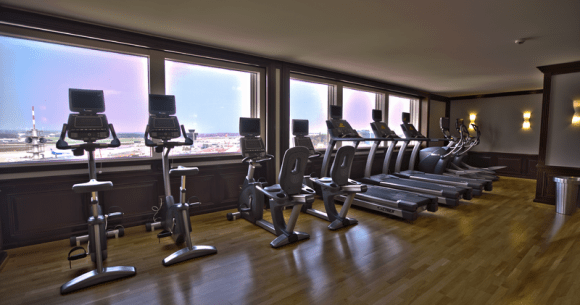 800px-Gym_HDR (Wikimedia Commons)