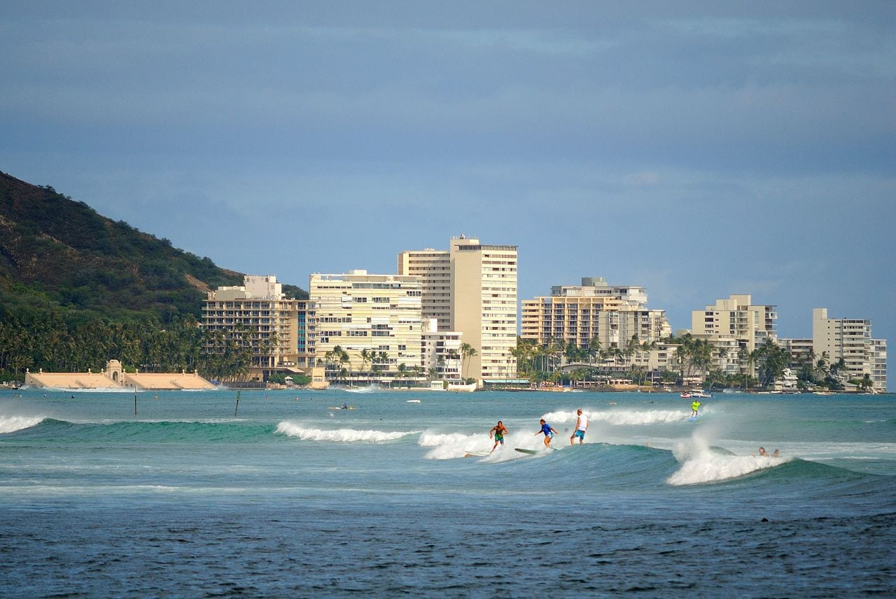 Surfing in Waikiki by Daniel Ramirez Flickr