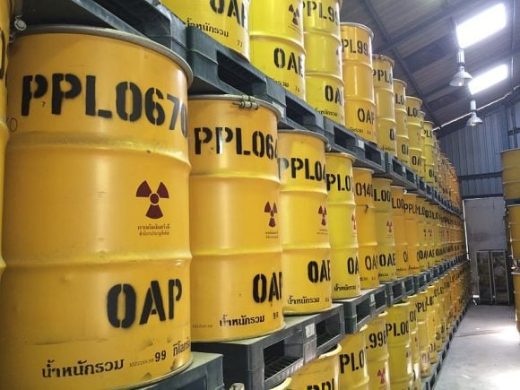 Radioactive_keeper_drums (Wikimedia Commons)