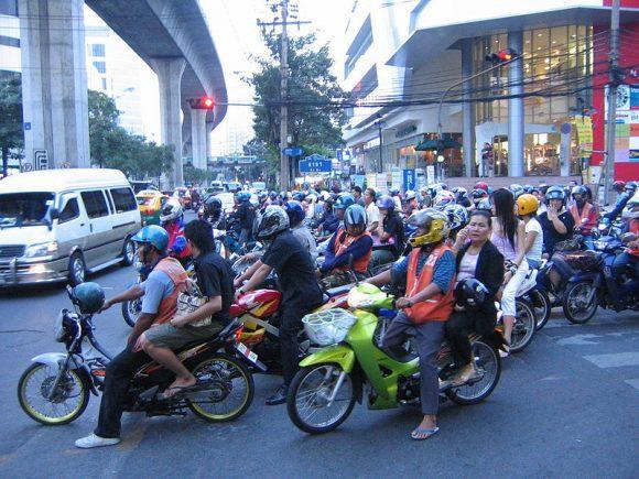 Scooters_Bangkok_Nana (Wikimedia Commons)