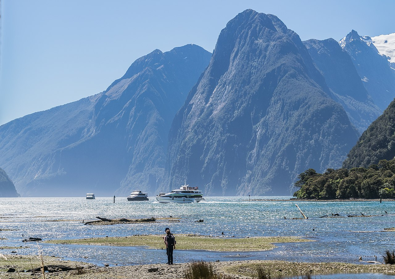 Fiordland National Park by Krzysztof Golik wikimedia commons