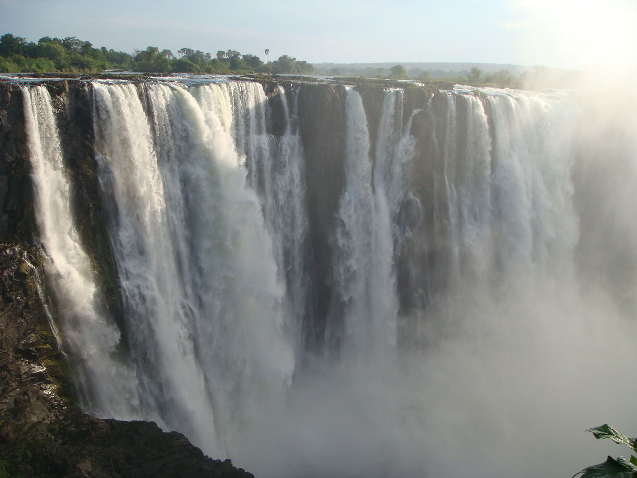 Victoria Falls by Jorge Lascar wikimedia commons