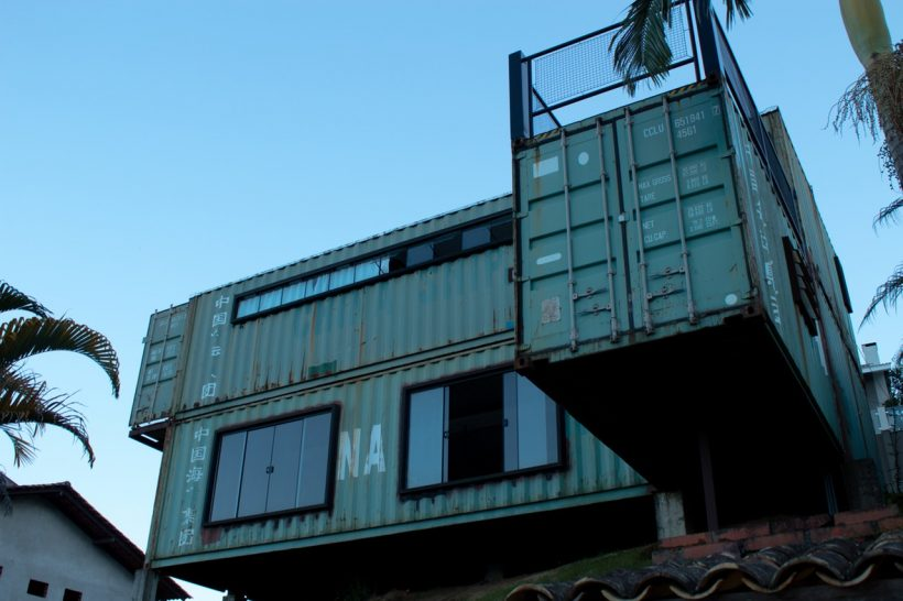 8 Examples of How Shipping Containers can Turn to Beautiful Houses