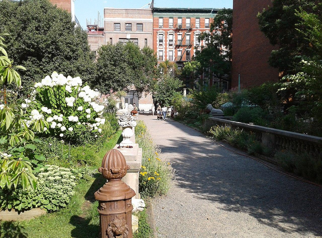 Elizabeth Garden by Brafford33 Wikimedia Commons