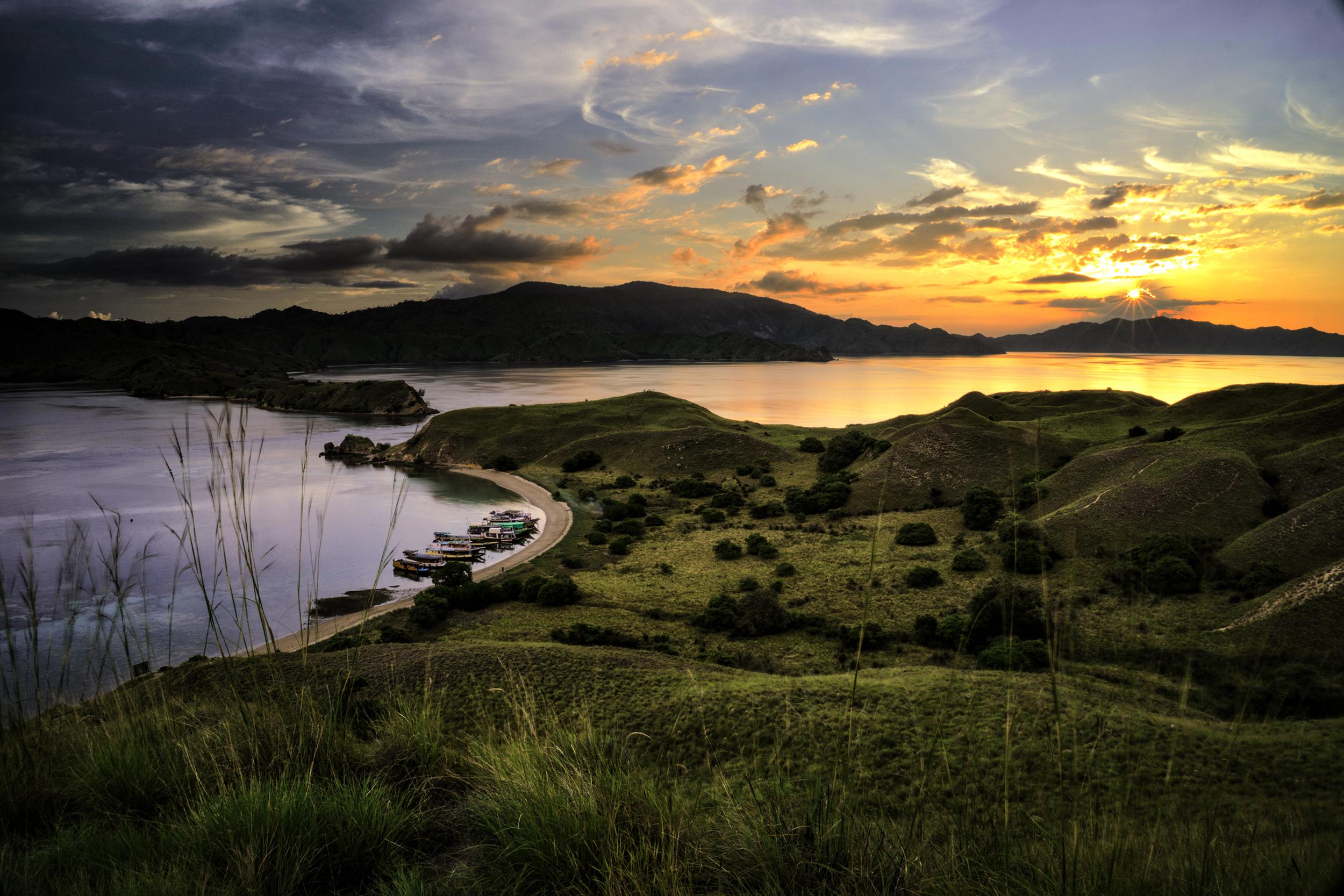 beauty of Gili Lawa (Wikimedia Commons)