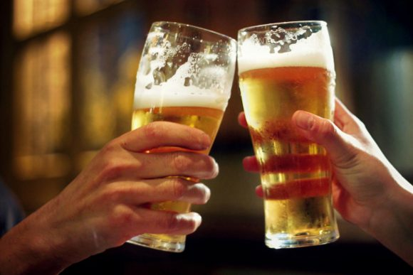 Two-pints-beer (Wikimedia Commons)