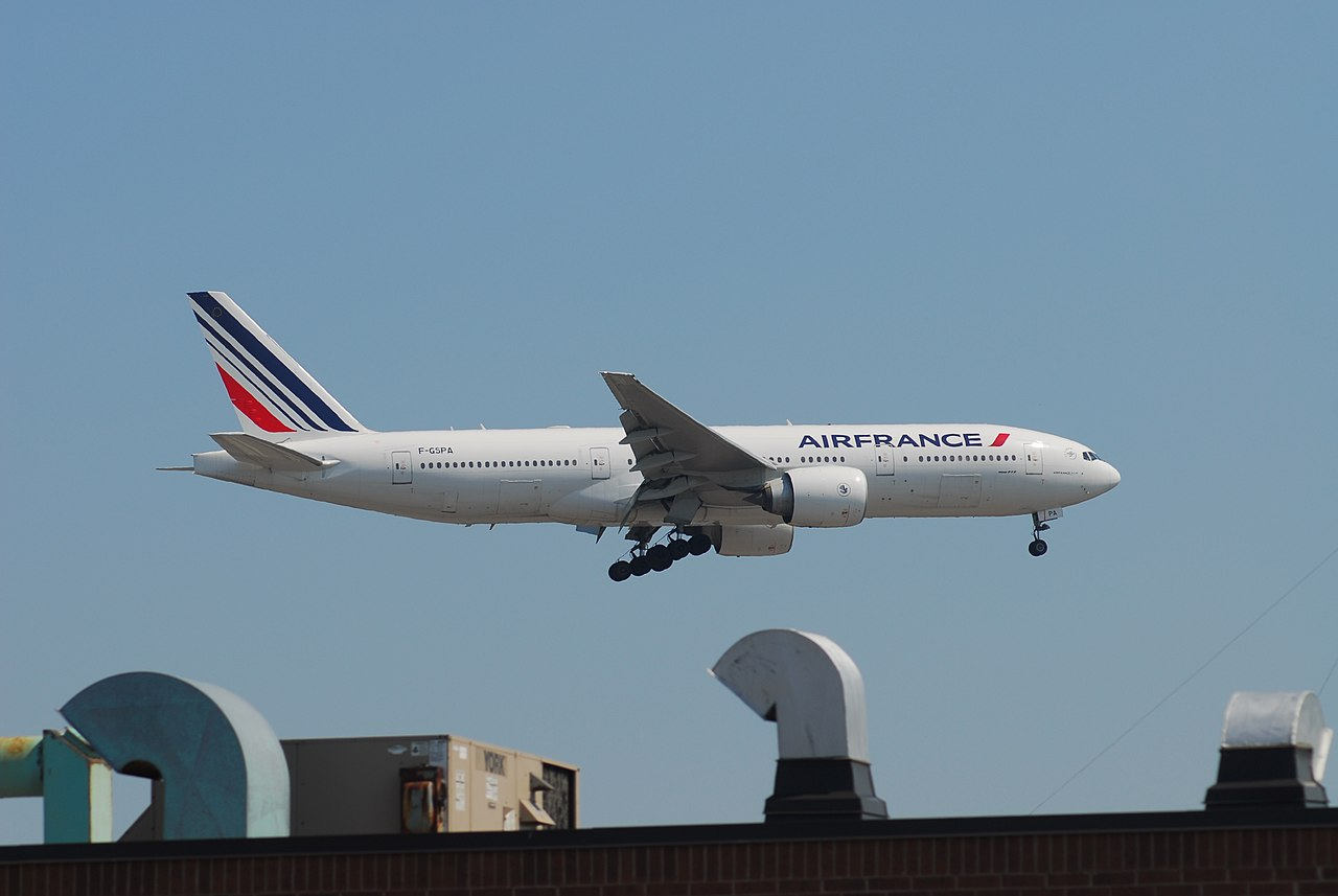 Air France Boeing 777-228 by Lord of the Wings Wikimedia Commons