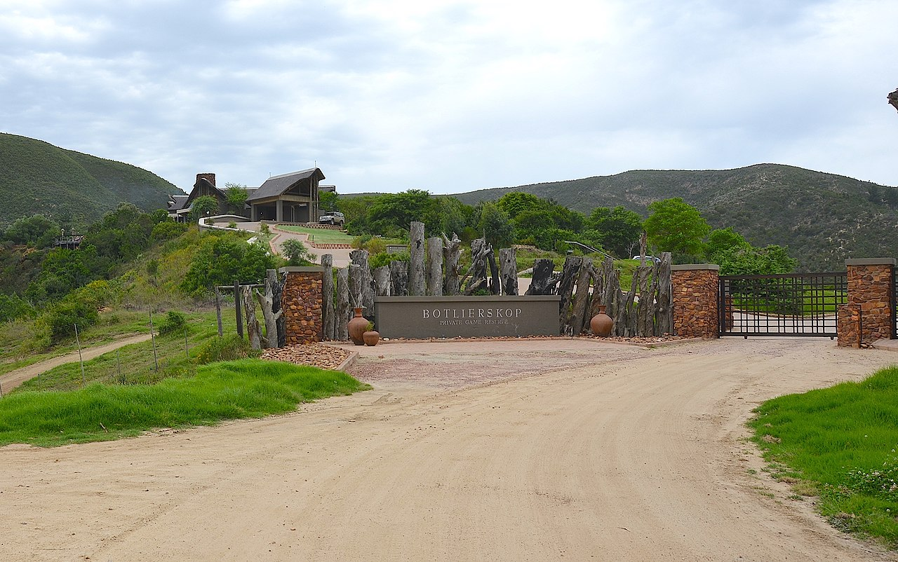 a lodge in South Africa by Olga Ernst Wikimedia Commons