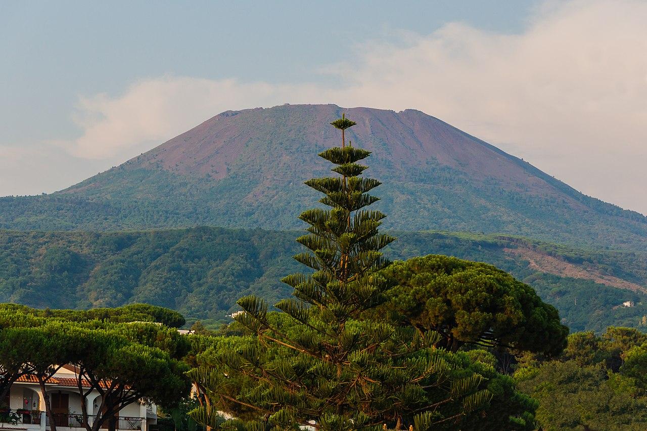 1280px-Mount Vesuvius