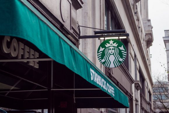 Starbucks replace plastic straw with sippy lid
