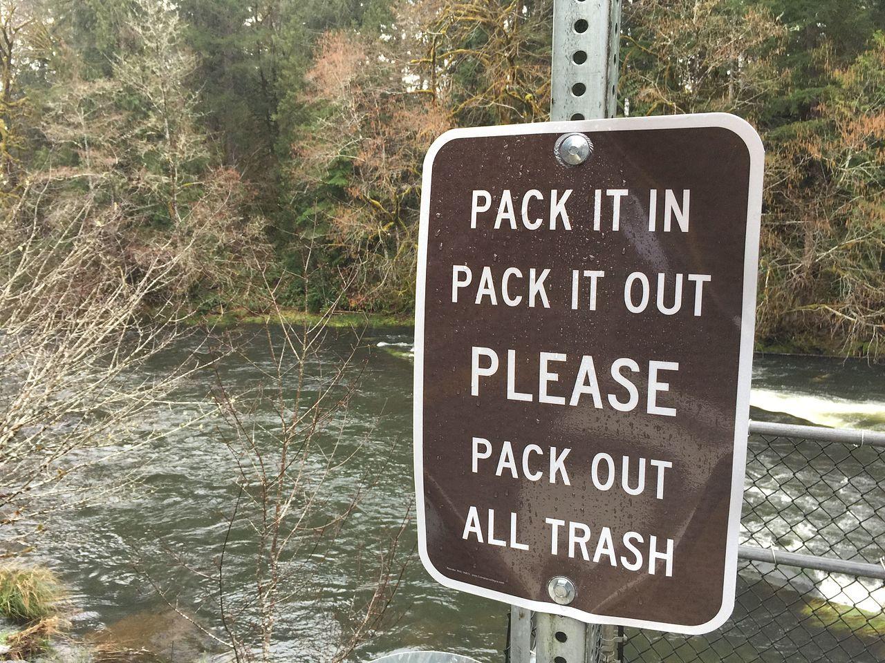 no littering sign in Lake Creek Falls
