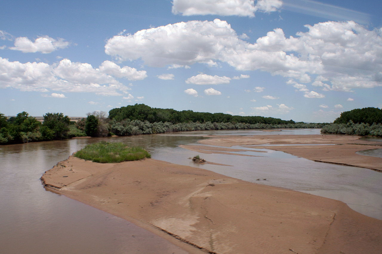 Rio Grande River bed by Asaavedra32 Wikimedia Commons