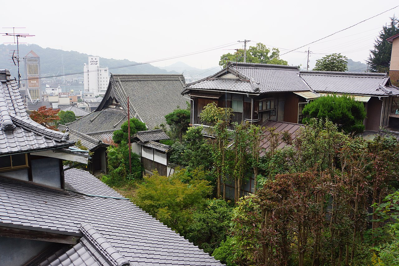 Tennei-ji temple in Onomichi by lienyuan Wikimedia Commons