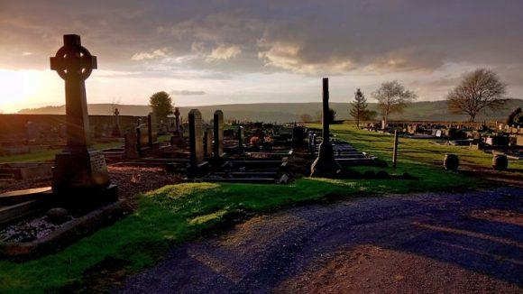 cemetery-graves-gravestones-burial-church-churchyard-1445975-pxhere.com
