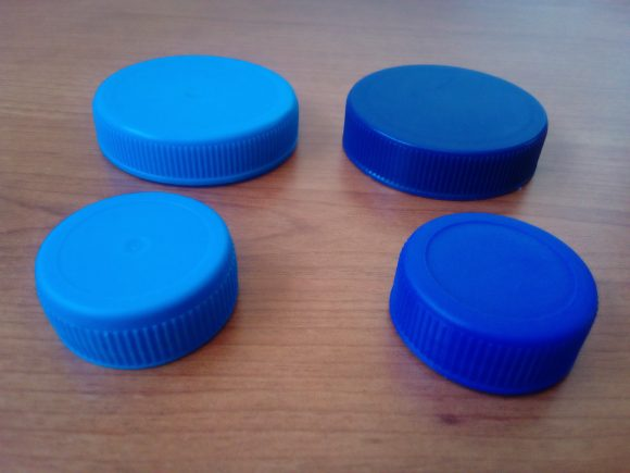 plsatic lids (Wikimedia Commons)