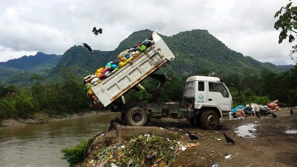 Dump_Truck_Dumping_Toxic_Medical_Waste (Wikimedia Commons)
