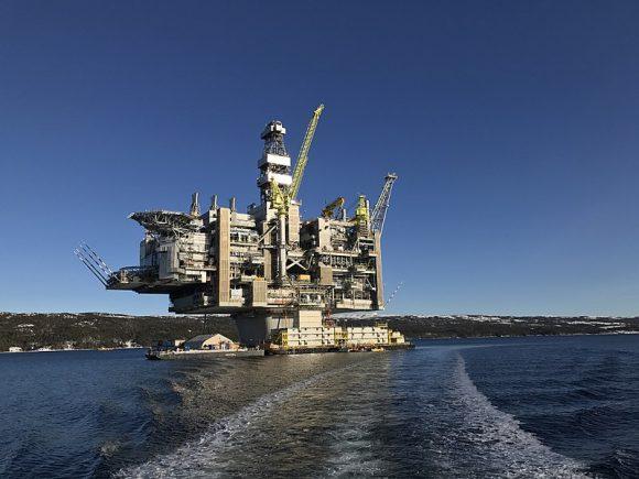 Hebron_Oil_Platform,_Newfoundland,_Canada (Wikimedia Commons)
