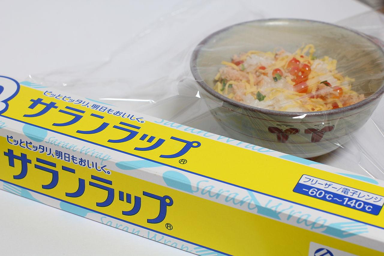 plastic wrap by Kakura Wikimedia Commons