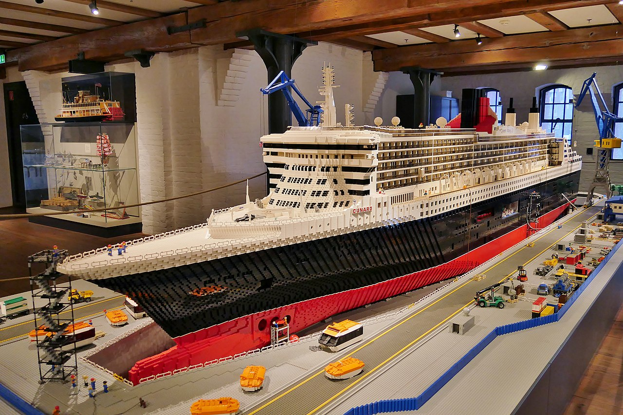 lego replica of Queen Mary by Damián Morán Dauchez Wikimedia Commons