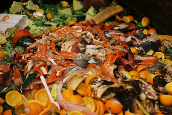 GI_Market_food_waste (Wikimedia Commons)