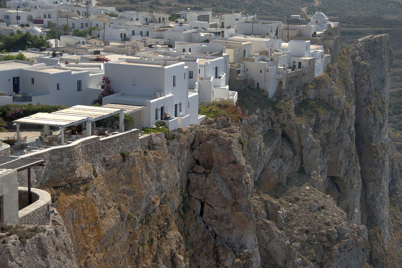 Chora, Folegandros. Photo by Zde Wikimedia Commons