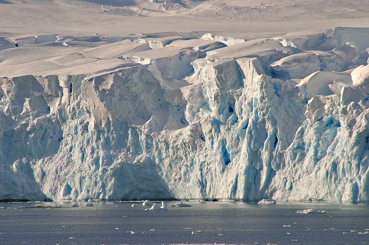Lemaire Channel, West Antarctica. Photo by W. Bulach Wikimedia Commons