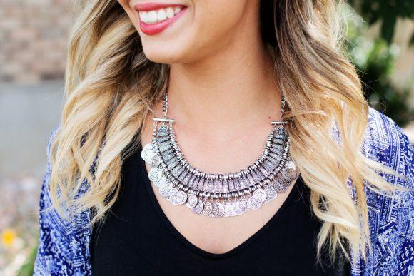 necklace_jewelry_silver_woman_pretty_elegant_happy_smiling-775024