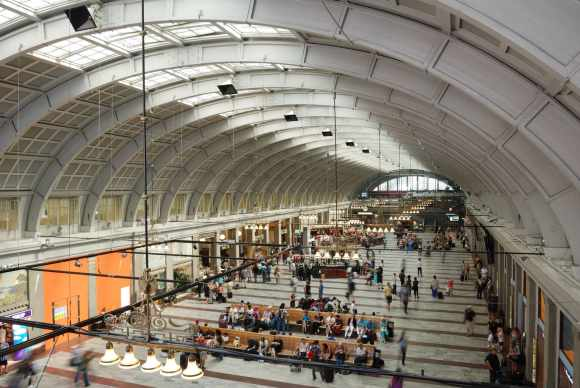 Stockholm_Central_Station_June_2011 body heat (wikimedia commons)