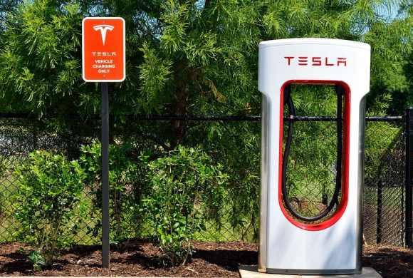 tesla uses li-ion battery type